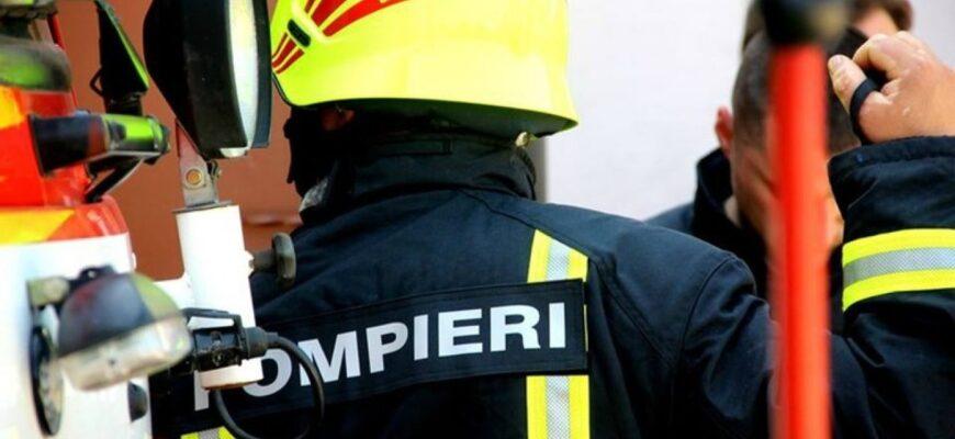 Un bărbat a fost salvat de pompieri