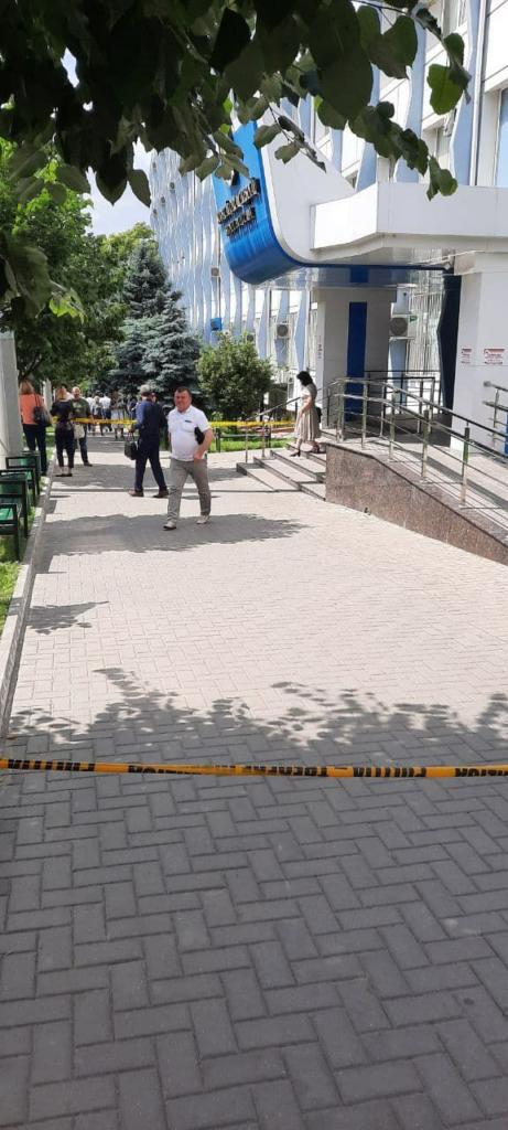 FOTO// Alertă cu bombă la Judecătoria Chișinău, sediile Buiucani și Centru
