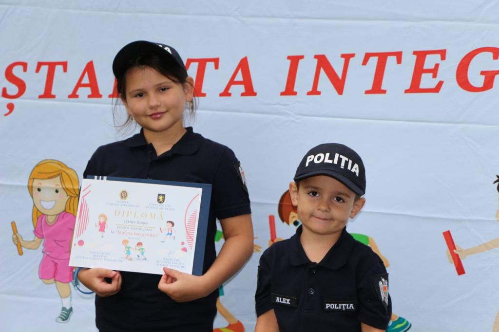 """FOTO// Mesagerii integrității ai IGP și voluntarii anticorupție ai CNA au concurat în cadrul """"Ștafetei integrității"""""""